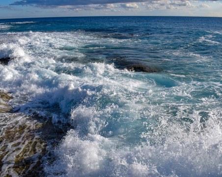 Мъж спаси две деца от удавяне, били се заплели е рибарска мрежа