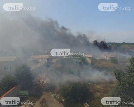 Пожарът в Столипиново се разраства! Огънят обхвана къщи и бараки