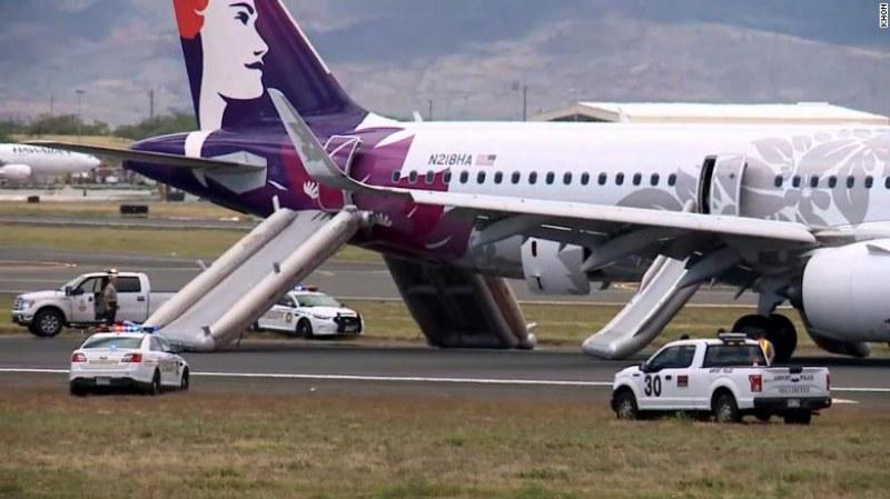 Самолет кацна аварийно в Хавай, седем души пострадаха