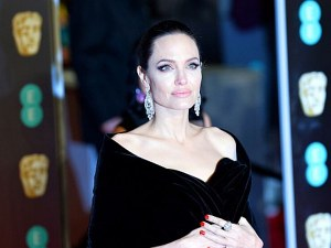Анджелина Джоли изпраща най-големия си син в университет
