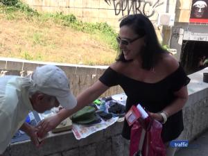 Дядо Йордан, който продава посудата си край пловдивски подлез, мечтае да среща добри хора