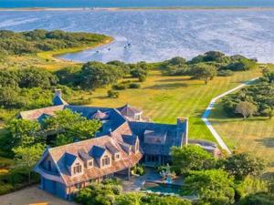 Семейство Обама се мести в имение за 15 млн. долара