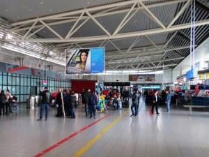 Кавги и заплахи за бой на Летище София! Над 270 души чакаха да излетят за Франкфурт – не успяха