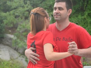 Пловдивчани останаха изумени от романтичен и чувствен флашмоб на Бунарджика! Кизомба!
