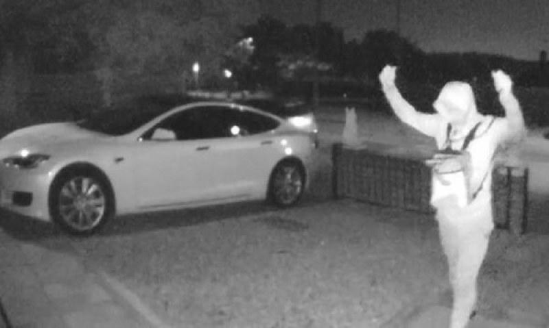 Автоджамбази отмъкнаха Tesla за 30 секунди