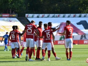 Дунав препъна ЦСКА в Русе, червените изпускат куп положения