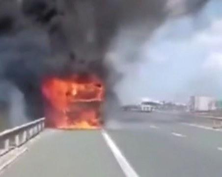 Камион се запали на АМ