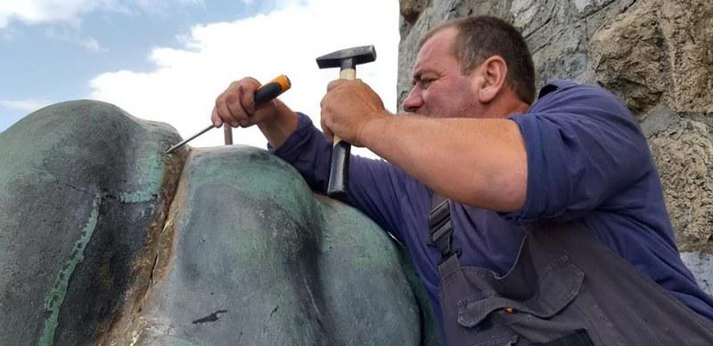 Пловдивчани реставрираха лъва на Шипка