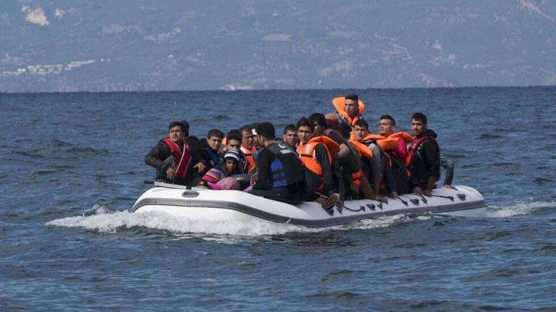 Лодка с 200 мигранти се обърна край Камерун, има жертви