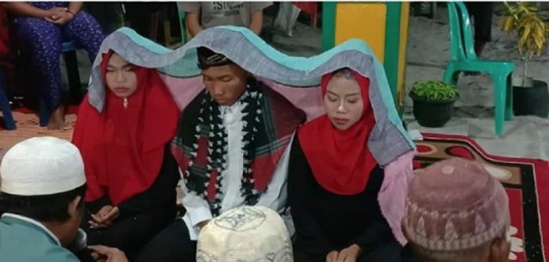 Сватба с две булки! Индонезиец се венча за две жени, за да