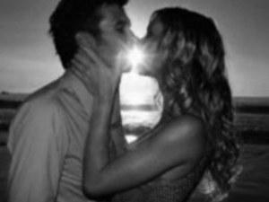 Вижте какво можете да разберете за човека до вас само от една целувка