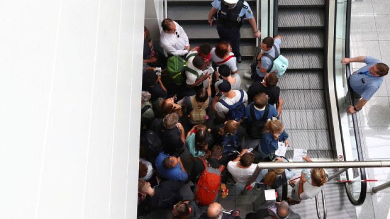 Затвориха летището в Мюнхен! Неизвестен мъж предизвика суматохата