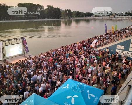 8000 на Гребната за Плаващия концерт на Орлин Павлов, районът задръстен от коли