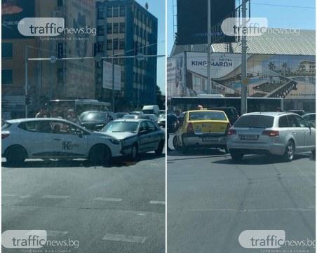 Две катастрофи затапиха движението на възлови булеварди в Пловдив