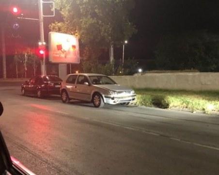 Ударен автомобил на оживено кръстовище в Пловдив