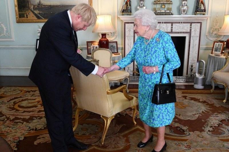 Джонсън поиска от кралица Елизабет да спре работата на парламента