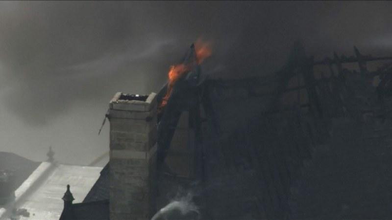 Голям пожар обхвана стара църква във Филаделфия