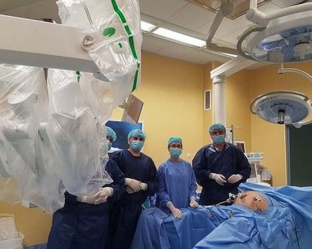 Уникална двойна робот-асистирана операция извършиха уролози в Плевен