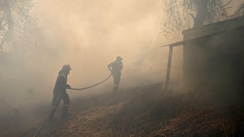 Четири пожара бушуват в Гърция