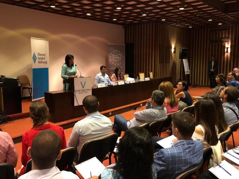 Караянчева: Българите са се замогнали, щом си позволяват по-дълги ваканции