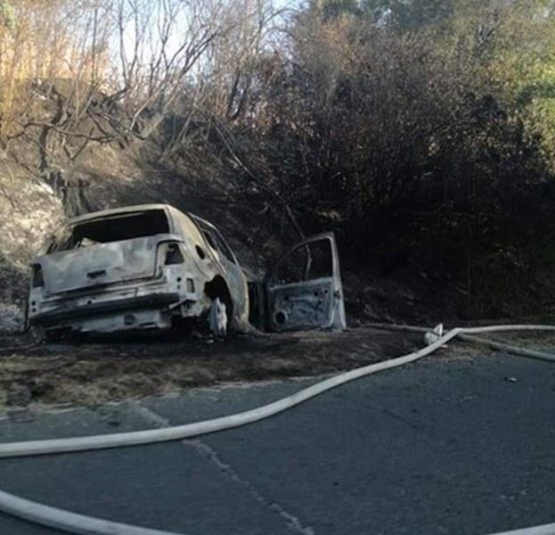 Кола се запали в движение, 3 души пострадаха