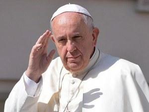 Папа Франциск заседна в асансьор