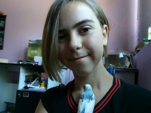 Талантлива ученичка подарява свои картини на болниците в Пловдив и Асеновград