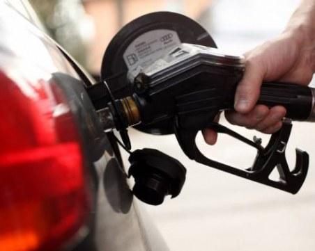 Мъж остана без кола, докато зарежда на бензиностанция! Крадецът – негов приятел