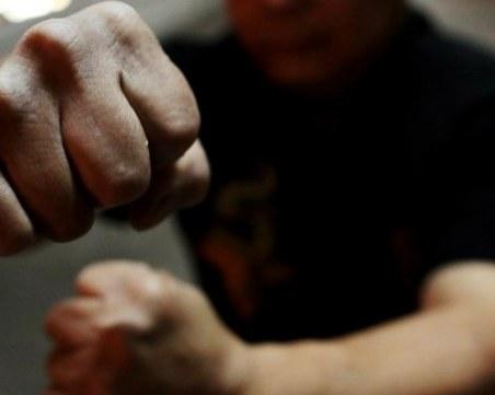 Мъж е със счупен череп след скандал в Благоевград