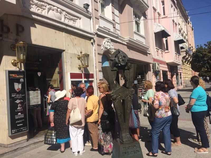 """Опашки за билетите на фестивала """"Сцена на кръстопът"""" в Пловдив"""