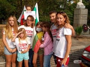 Протестиращи от Белащица: Не желаем институциите да си правят пиар, а да защитят здравето на децата ни