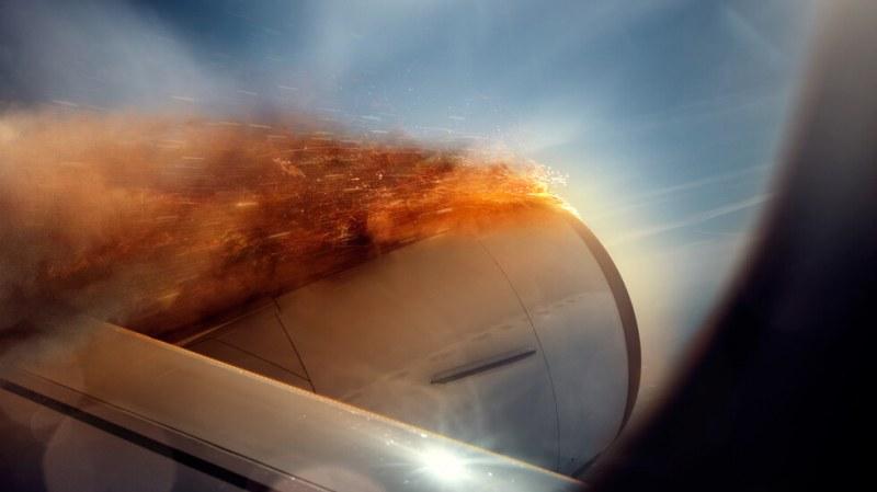 Самолет с горящ двигател кацна аварийно на Малдивите