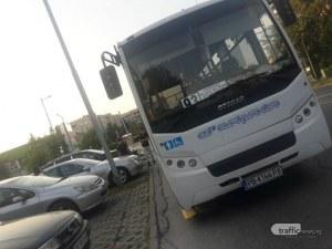 Автобус запуши цял паркинг с коли – шофьорът отишъл да хапне
