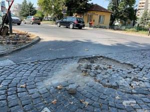 Опасно! Павета хвърчат на прелеза на Пещерско шосе в Пловдив