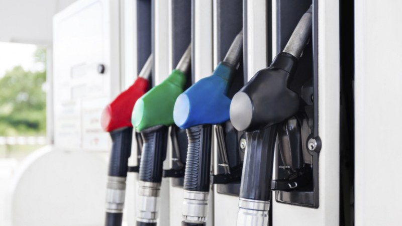 Дизелът мръдна с 1 ст. надолу за седмица, горивата най-скъпи на пътя за Калотина