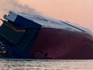 Голям търговски кораб се преобърна край Джорджия