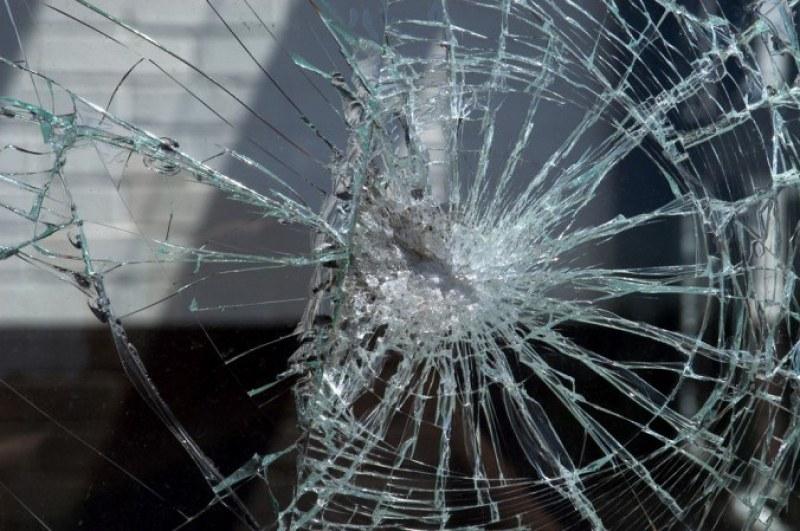 21-годишен замеря с камъни автобус край Карлово, арестуваха го