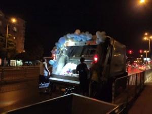 Сватбен боклукчийски камион обиколи София