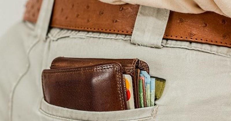 Внимавайте! Източват банковата карта, докато е в джоба