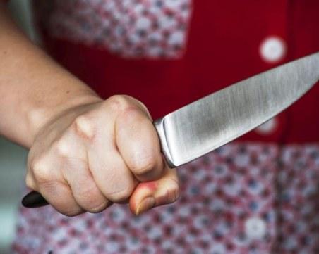 21-годишна намушка с кухненски нож 53-годишния си приятел