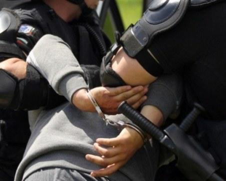 Арестуваха трима младежи за побоя над готвач в Благоевград