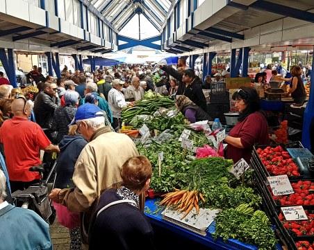 Чуждестранни поети пишат стихове за Женския пазар в столицата