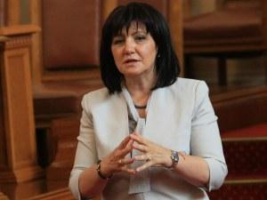 Оперираха Караянчева в Правителствена болница, до месец се връща в парламента