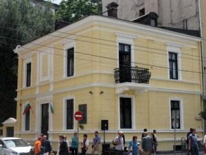 Зоват министър Банов да изгони кръчма от музея на Вазов в София
