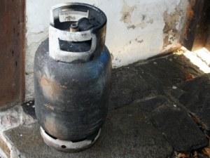 Мъж е в болница след взрив на газова бутилка в Пещера