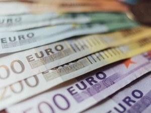 На гърците пак им намаляват данъците
