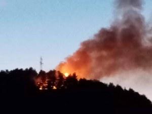 Пожар пламна до училище и детска градина в Асеновград