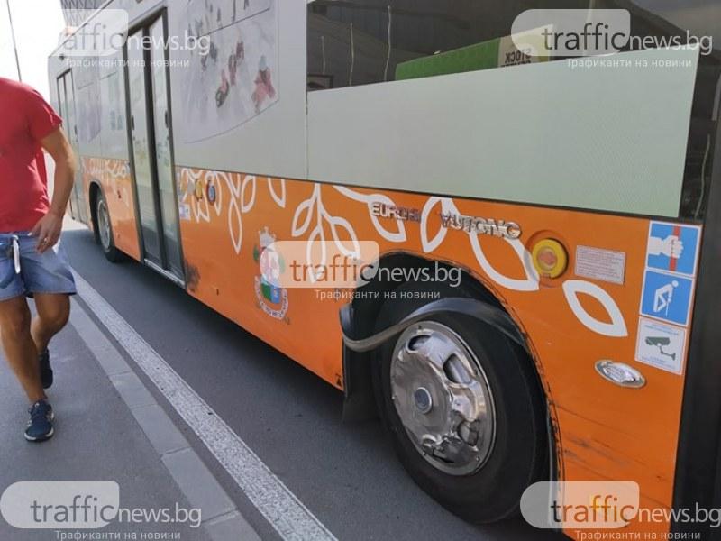 Джип се блъсна в автобус на столичния градски транспорт