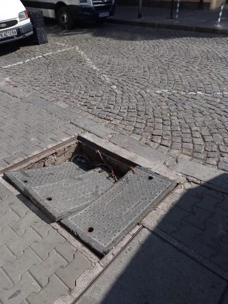 Опасна шахта на столичен тротоар може да осакати минувачите