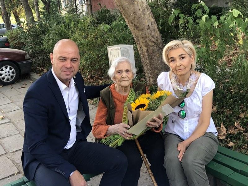 Пловдивчанка празнува 100-годишен юбилей! Почерпи съседите си в Тракия